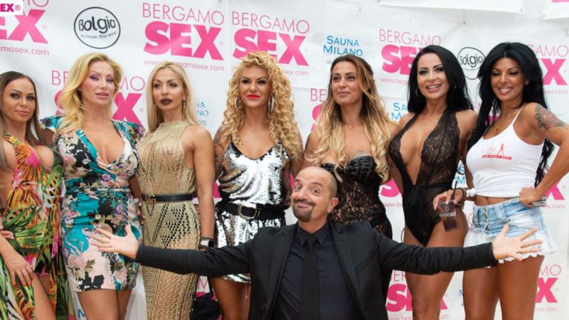 5 donne eleganti e sexy e un uomo